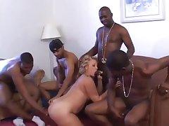 Порно негры толпой отимели соседку