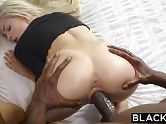 Чёрные свинг парни обменялись длинноногими блондинками, устроив групповой секс в особняке