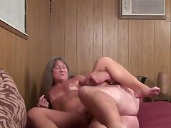 Порно ролики старые начальницы страпонят парней